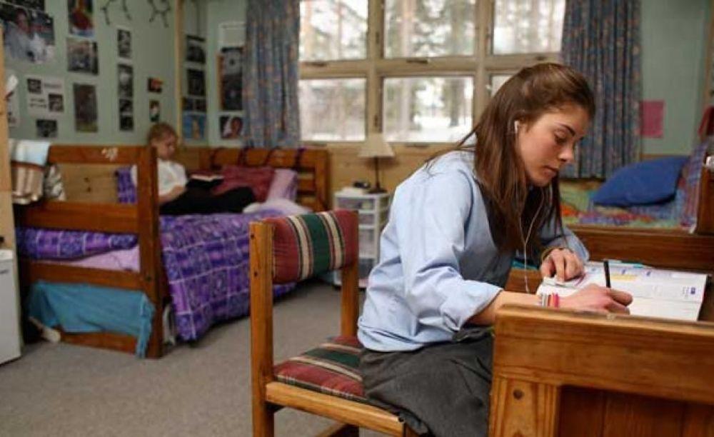 девочка в резиденции Lakefield College School