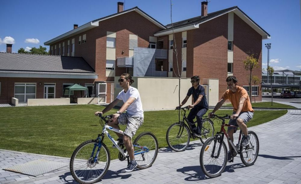 прогулка на велосипедах в лагере King's College, The British School of Madrid