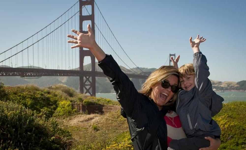 участники семейной программы St Giles в Сан-Франциско на экскурсии