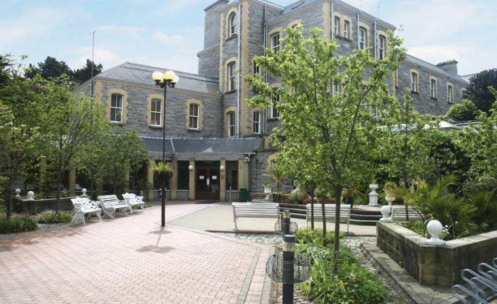 Двор Marino Institute