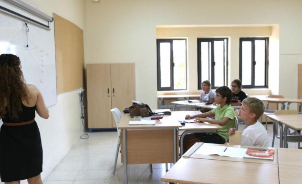 занятия в классе школы EC St. Martin's College