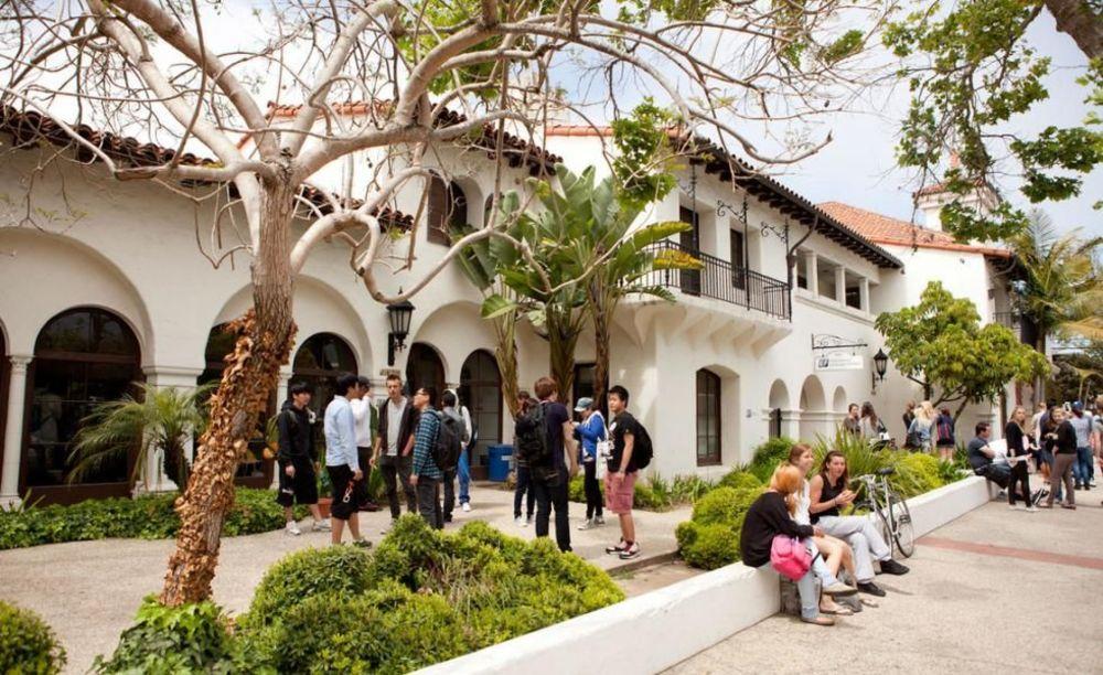 ELC Santa Barbara внутренний дворик школы