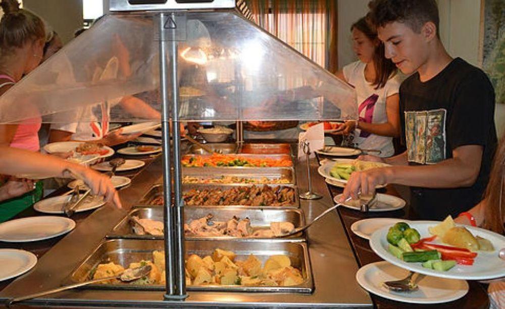 English in Cyprus дети в кафе