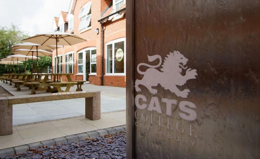 внутренний двор CATS College Canterbury