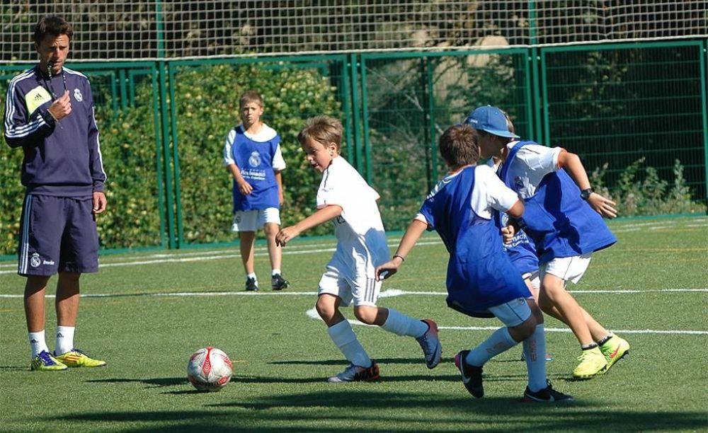 занятия футболом в лагере King's College, The British School of Madrid