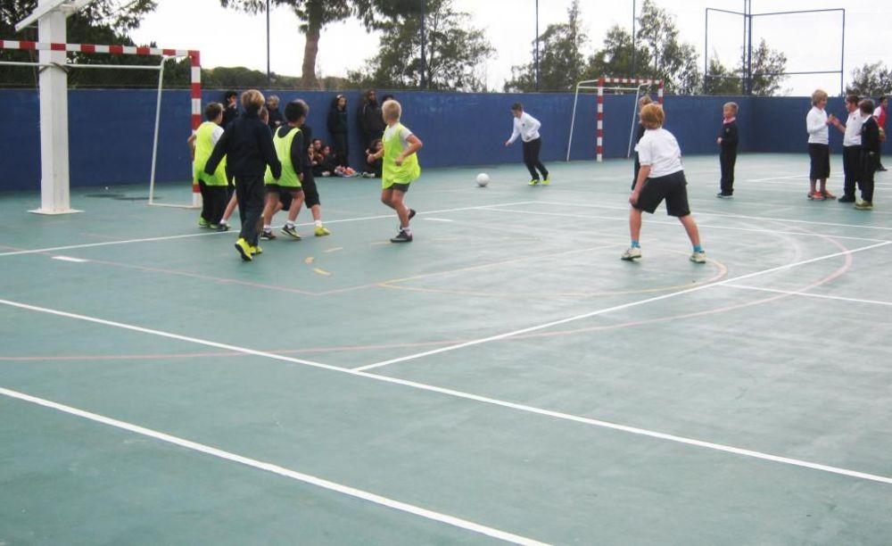 дети на игровой площадке Nobel International School Algarve Summer School