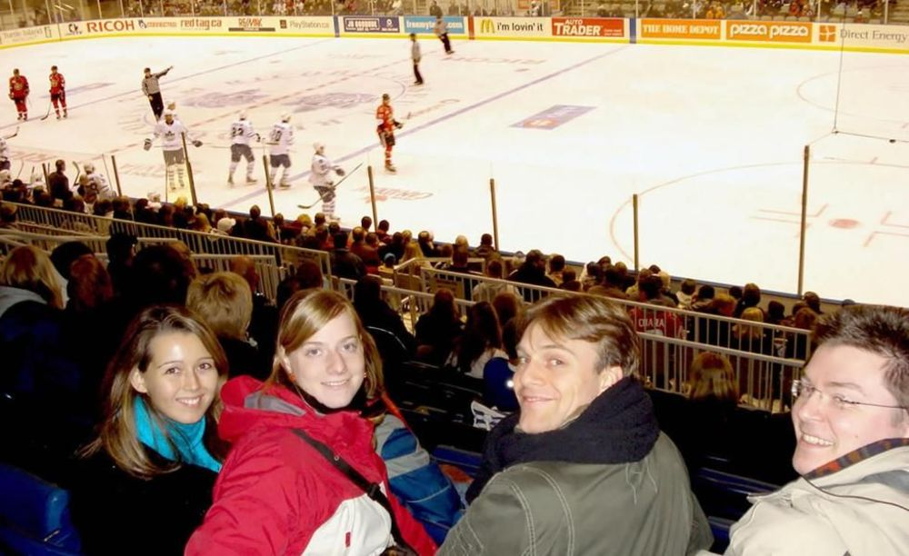 Global Village Toronto поход на хоккей