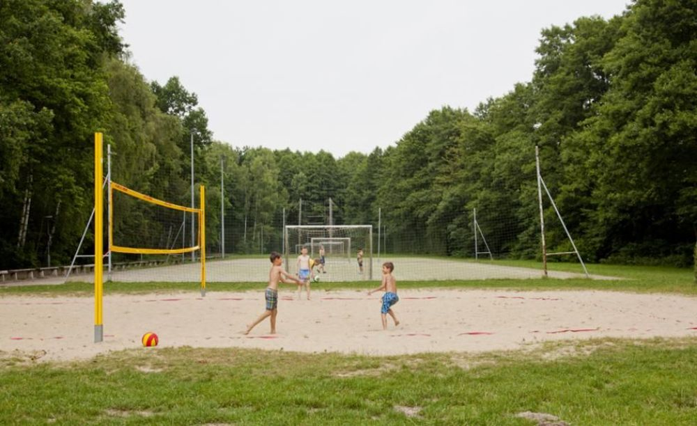 GLS Berlin Watersports занятия волейболом в лагере