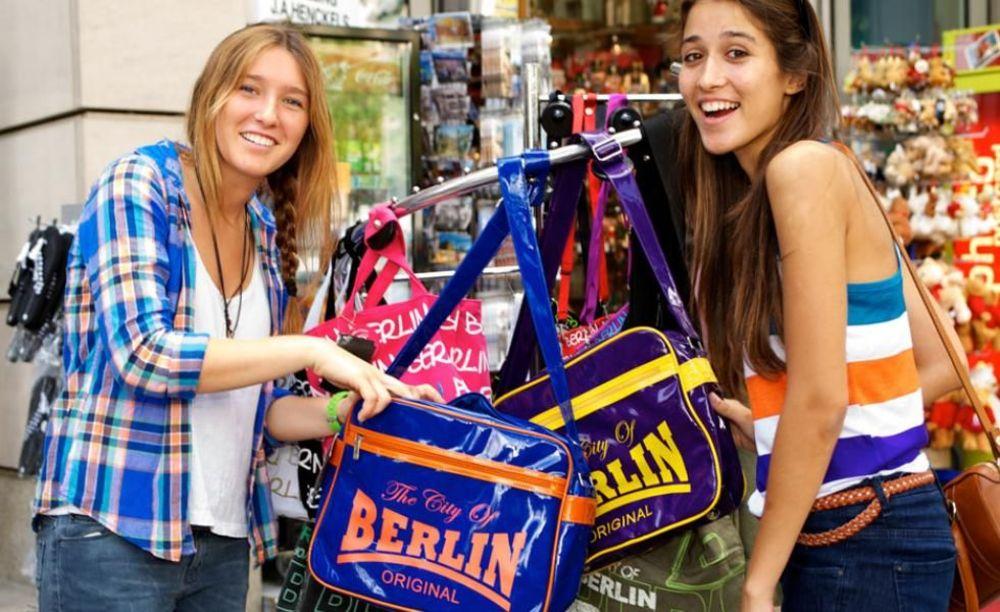 GLS Berlin, Berlin Villa девочки в лагере на прогулке