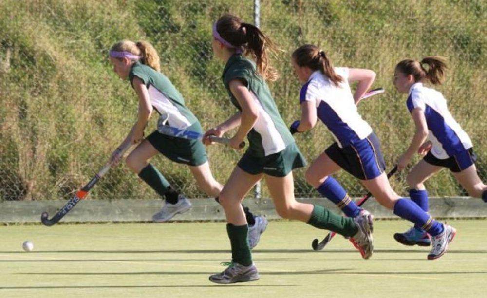 игра в хоккей на траве в Strathallan School