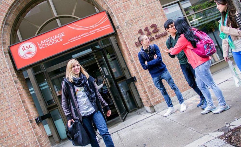 здание школы ILSC в Торонто