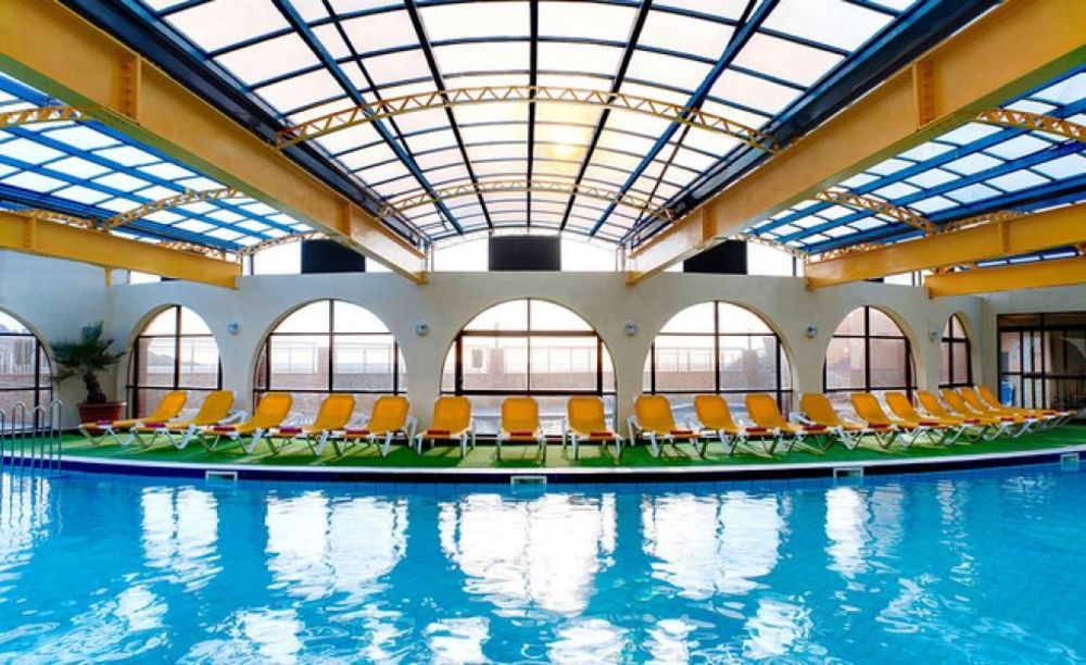 крытый бассейн в отеле Clubclass Mellieha, Paradise Bay Hotel