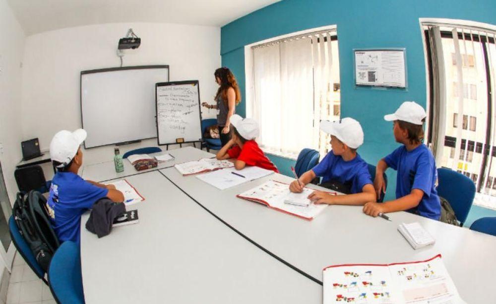 Inlingua Malta дети на занятиях в школе