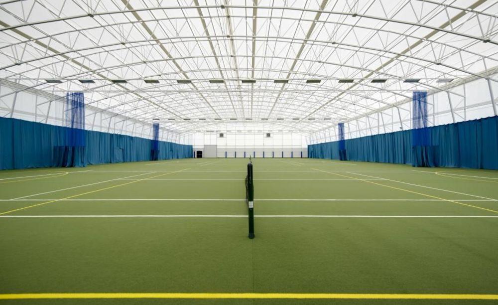 крытые теннисные корты в школе Strathallan School
