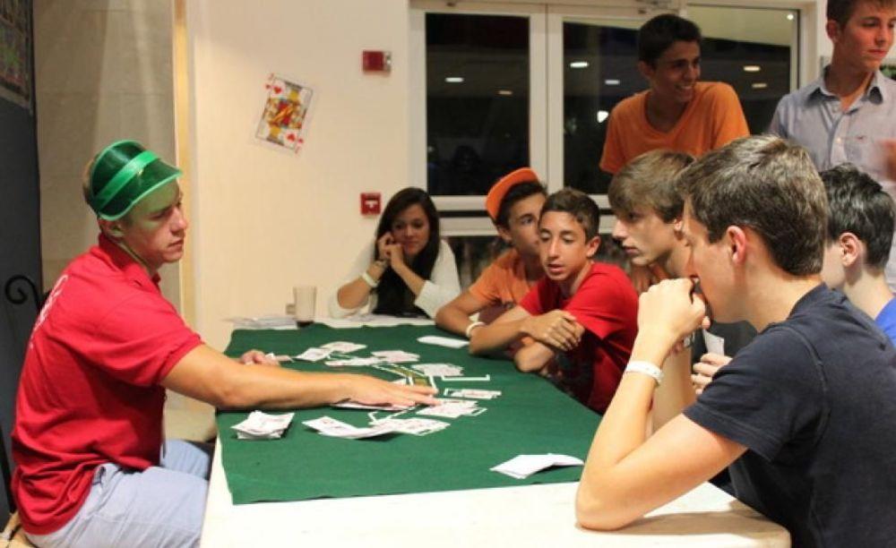 игра в карты в лагере LAL Boca Raton