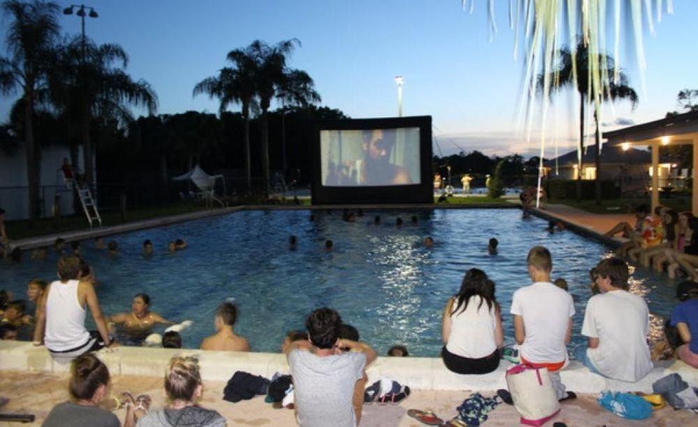 просмотр кино в лагере LAL Boca Raton