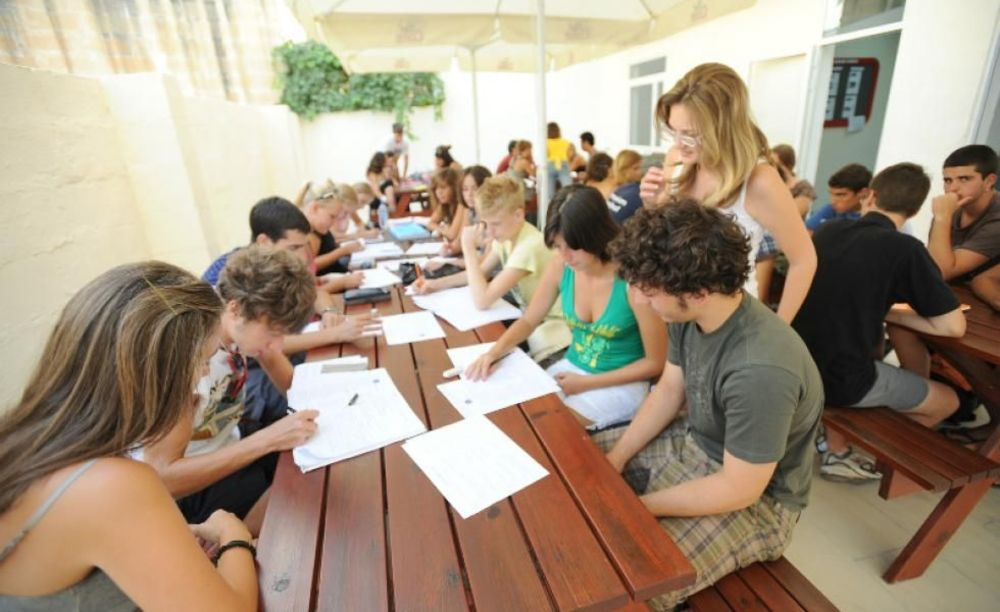 діти на заняттях в таборі LAL на Мальті