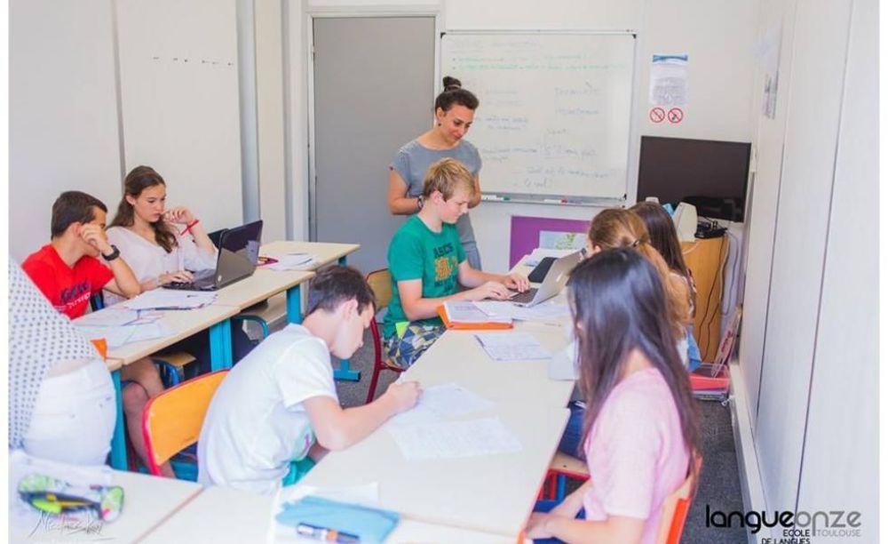 студенты изучают французский Langue Onze Toulouse