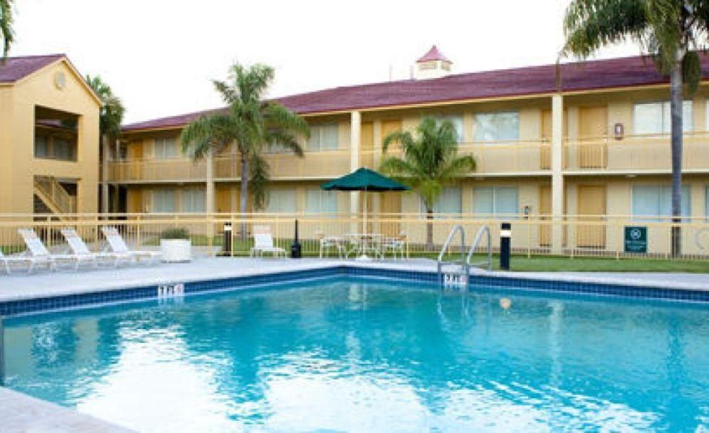 бассейн в центре LAL Fort Lauderdale
