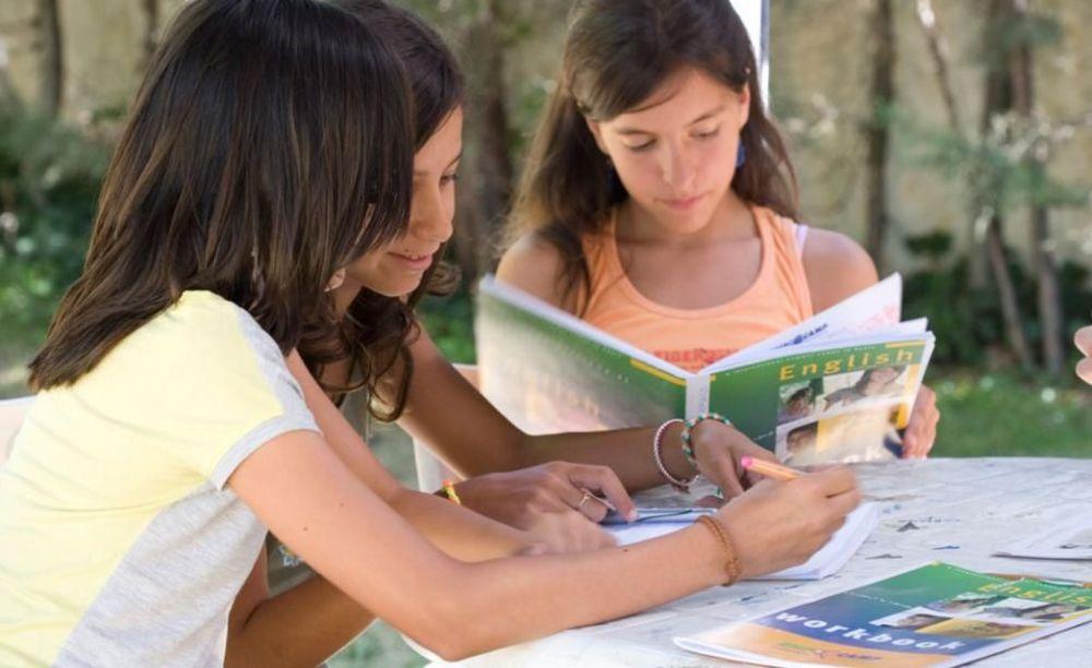 дети на занятиях в лагере Francisco de Vitoria University (Madrid), Enfocamp
