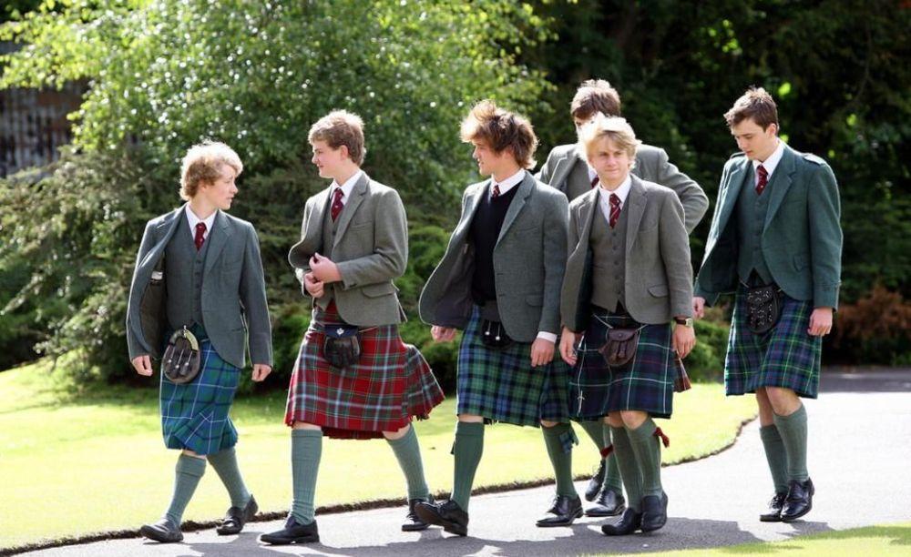 мальчики в школе Glenalmond College