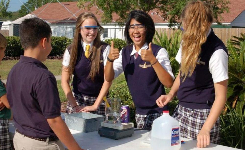 занятия по химии в Montverde Academy