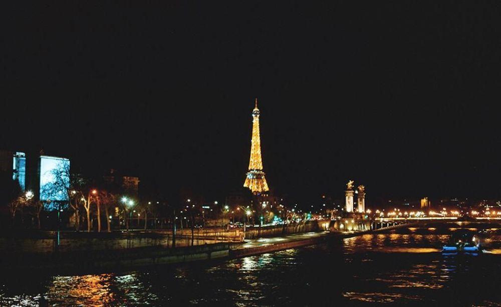 Париж на прогулке студентов школы OISE