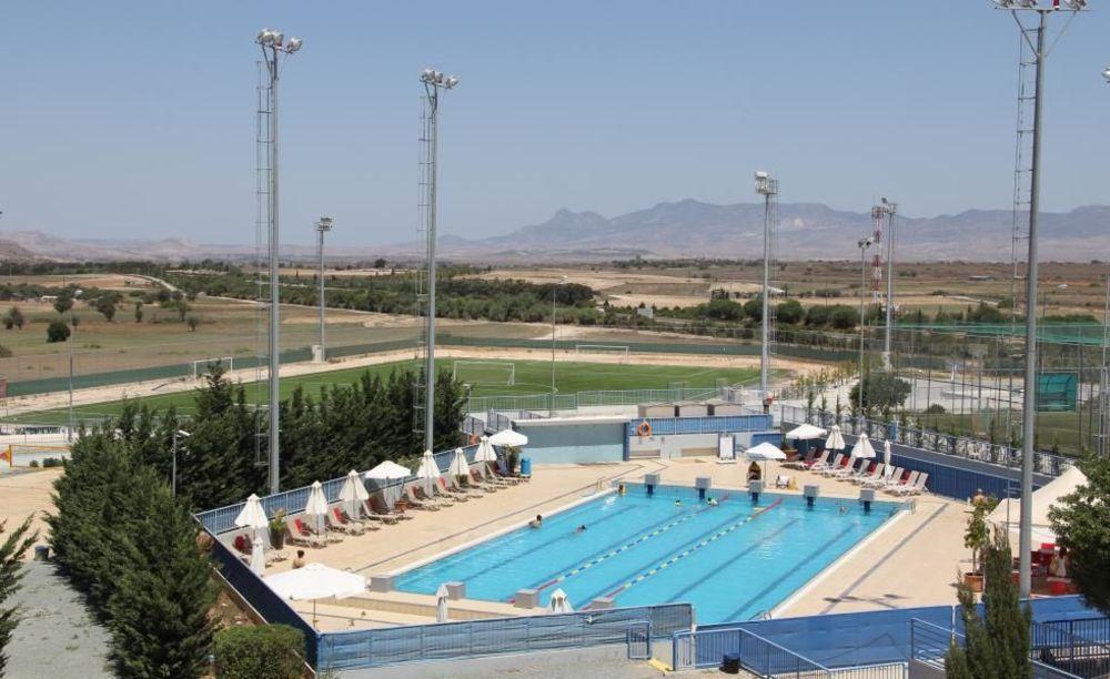 бассейн на территории школы Pascal English School Lefkosia