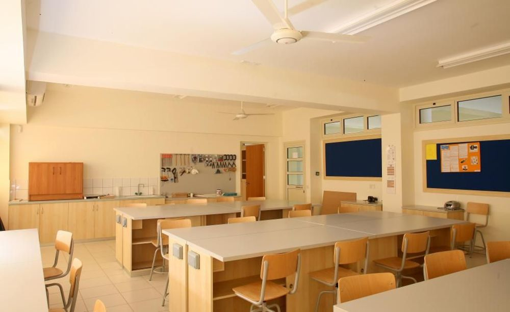 школьная лаборатория Pascal English School Lefkosia