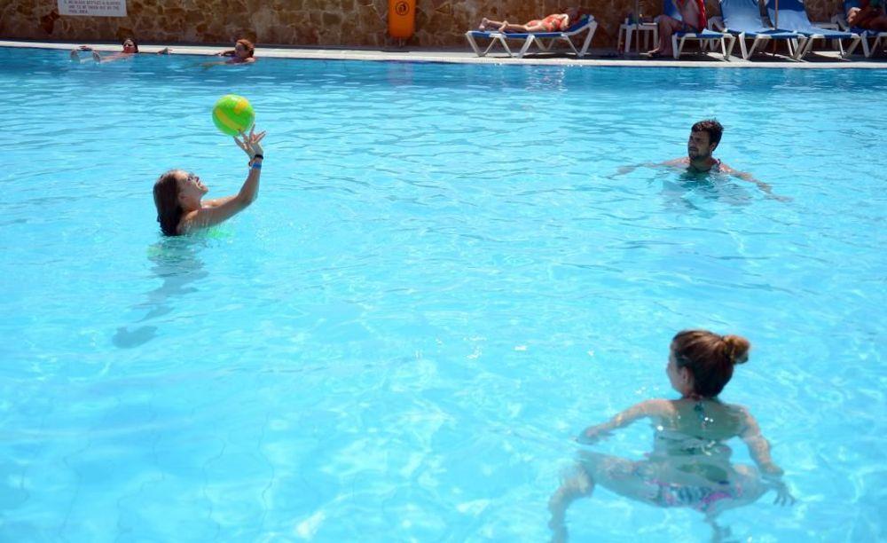 діти в басейні  Clubclass Mellieha, Paradise Bay Hotel