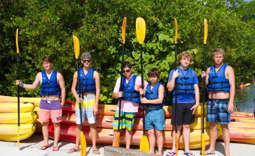 занятия по водному спорту в лагере Rennert Miami
