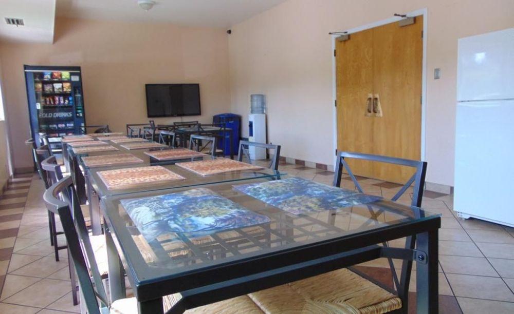 Ribet Academy столовая