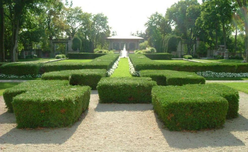 сад на территории Lake Forest Academy