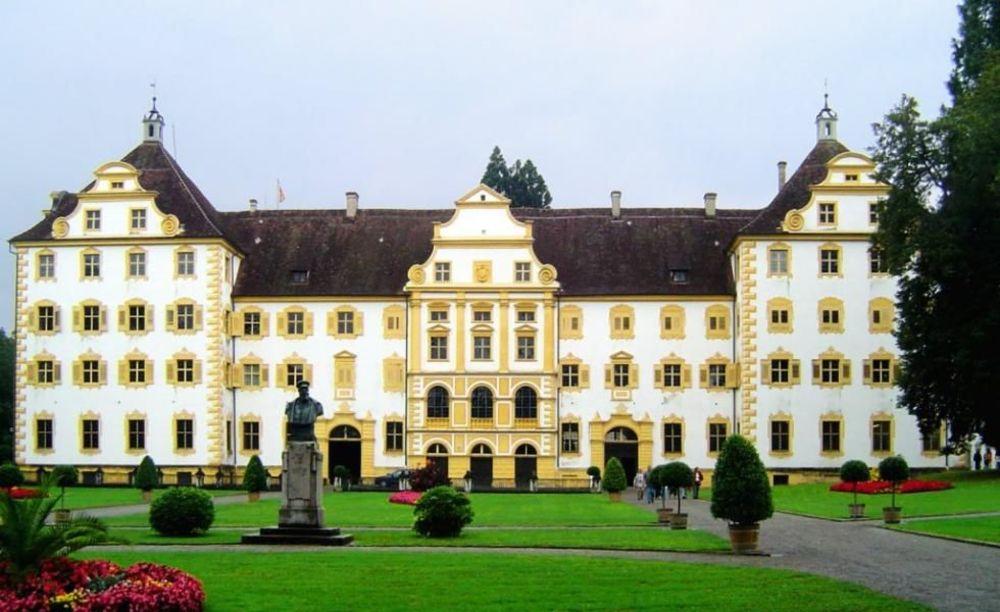 главное здание школы Schule Schloss Salem
