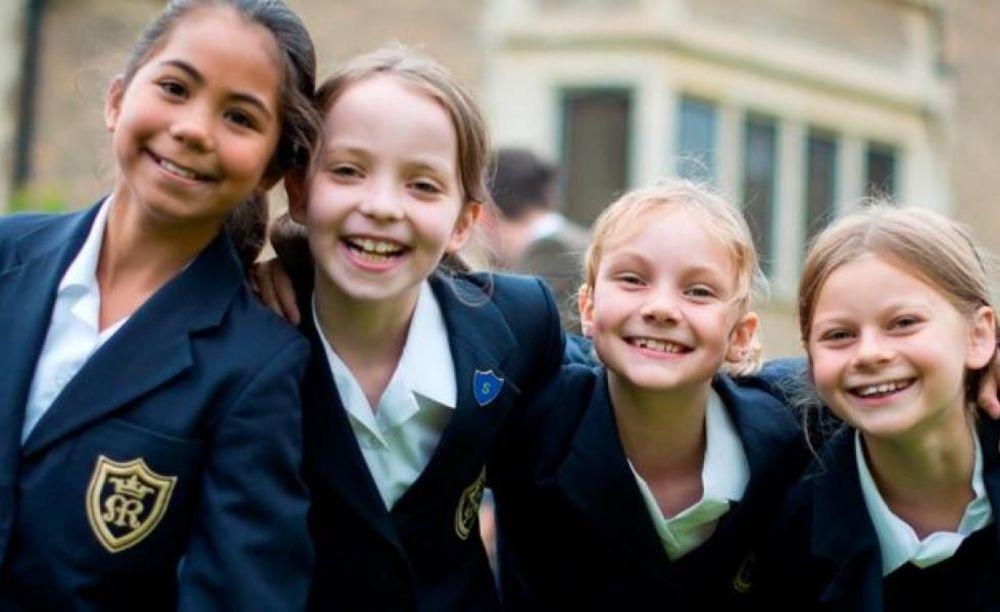 счастливые дети в школе Ratcliffe College