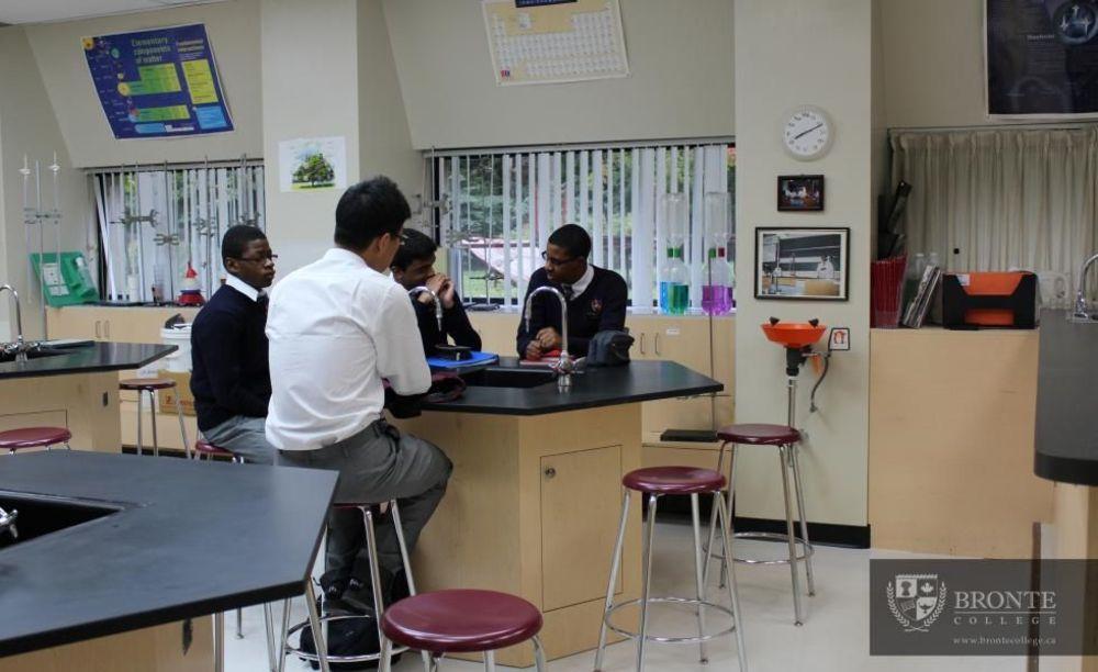 научная лаборатория Bronte College