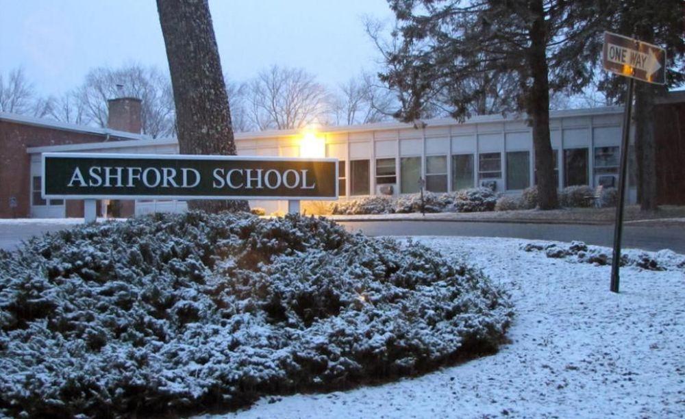 школы Ashford School зимой