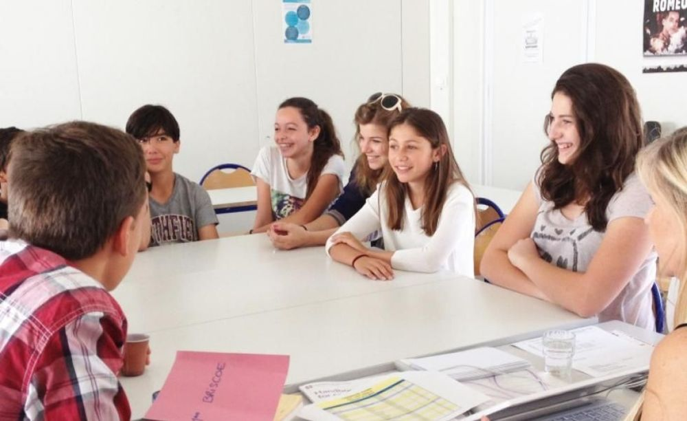 студенты на занятиях International Bilingual School of Provence