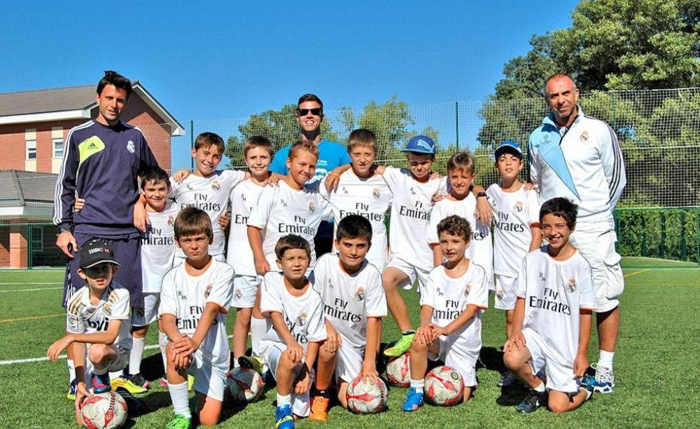 футболисты в лагере King's College, The British School of Madrid