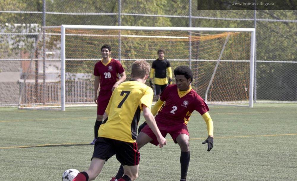 футбольная тренировка в Bronte College
