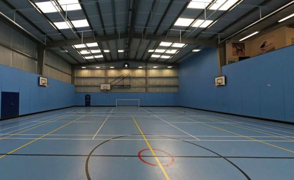Спортивный зал Claremont School