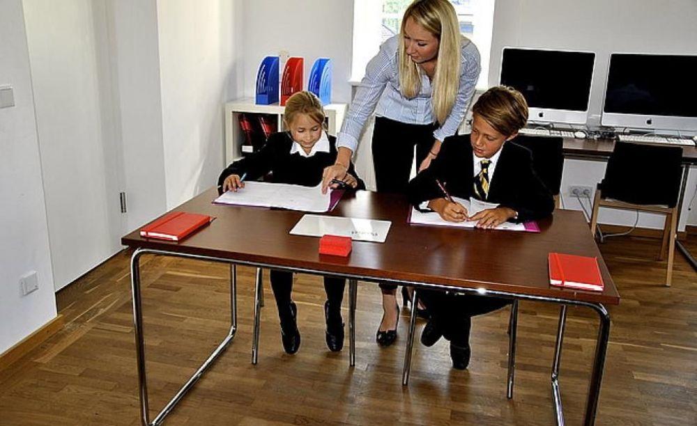 дети на занятиях в школе St. Gilgen International