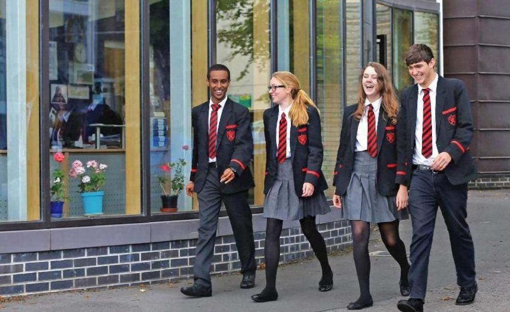 старшеклассники в школьной форме Westbourne School