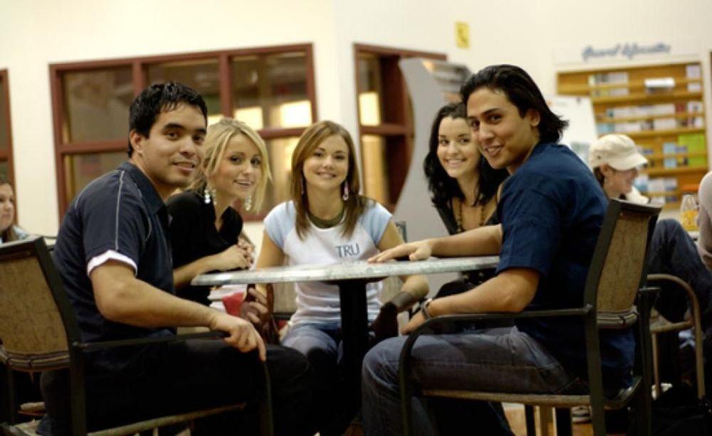участники летней программы Thompson Rivers University