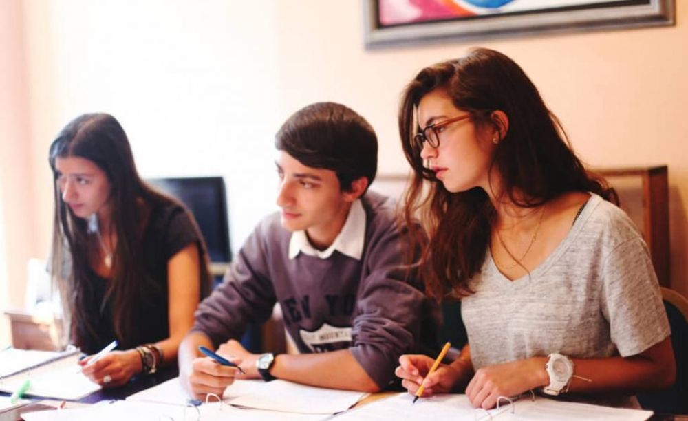 студенты летней программы школы OISE в Париже
