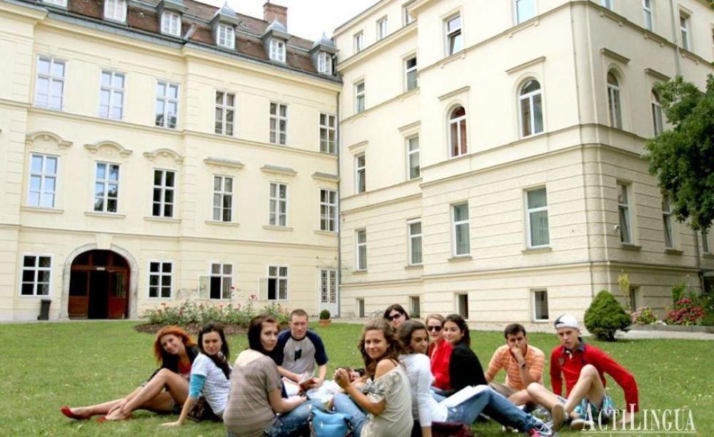 студенты школы Actilingua в Вене