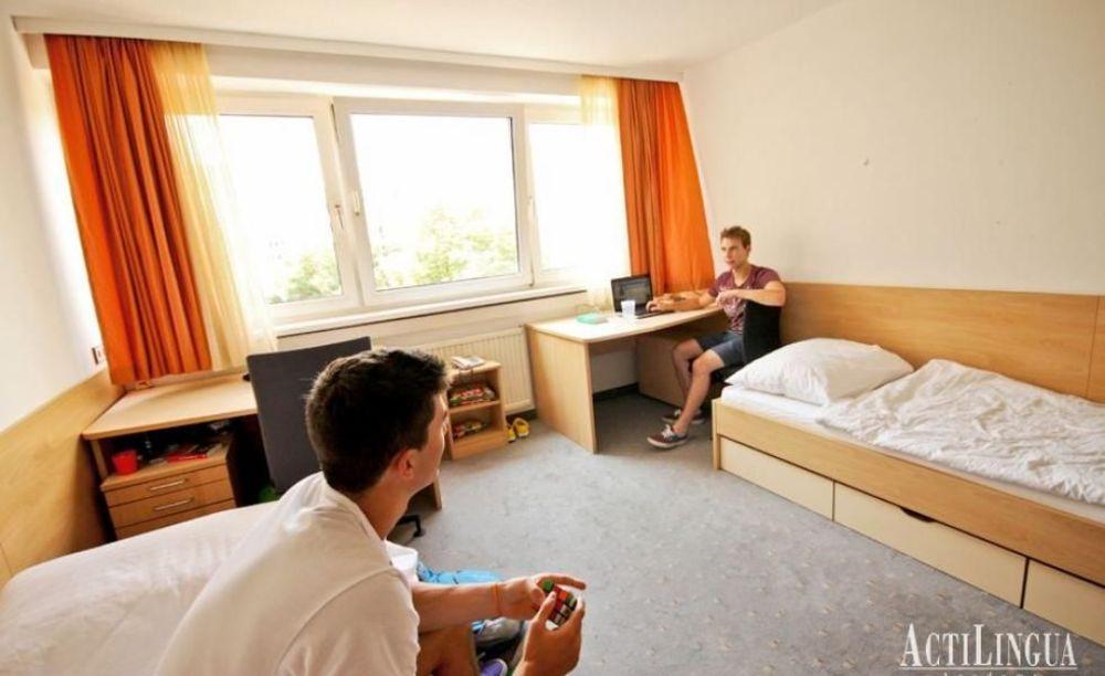 студенты в резиденции лагеря Actilingua в Вене