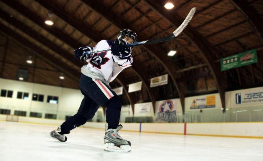 игра в хоккей лагерь Global Village Toronto