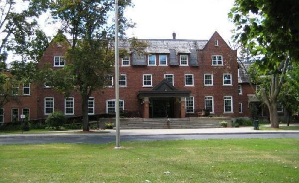 территория школы Ashbury College