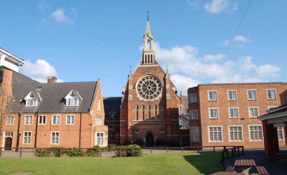 территория школы Ratcliffe College